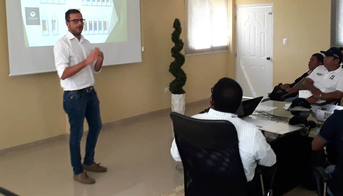 Daniel Jiménez (Technical Marketing) advising technicians in Dominican Republic