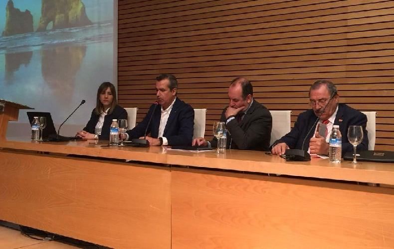 De izquierda a derecha: Apertura de la Jornada con la Marketing Manager de Trichodex, Amparo Tena, el gerente de COEXPHAL, Luis Miguel Fernández, el Delegado Provincial de Agricultura de Almería, José Manuel Ortiz, y el presidente de HortiEspaña, Francisco Góngora.